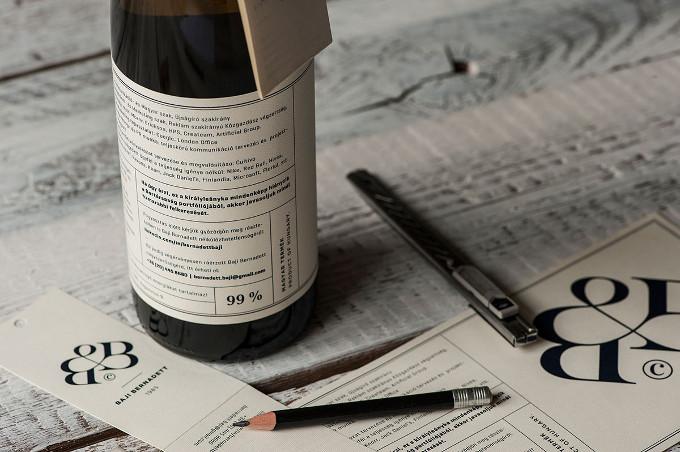 cv su etichetta vino