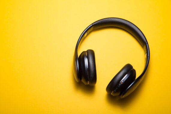 social audio trend social media clubhouse facebook soundbites